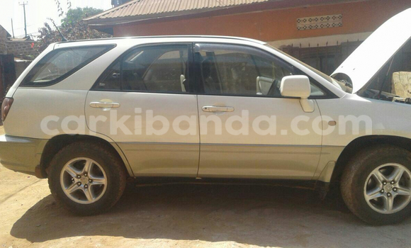 Buy Toyota Harrier White Car in Arua in Uganda