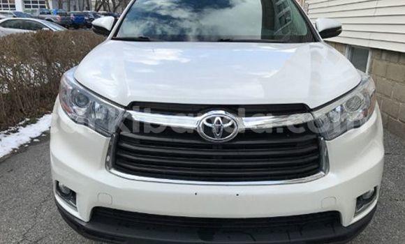 Buy Toyota Highlander White Car in Arua in Uganda