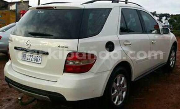 Buy Mercedes Benz ML-Class White Car in Arua in Uganda