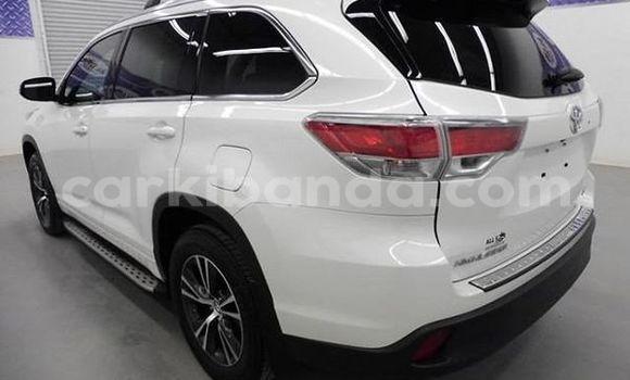Buy Toyota Highlander White Car in Kira in Uganda